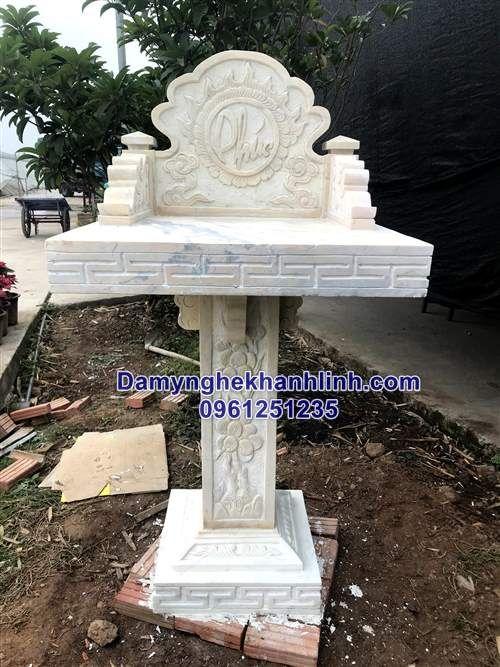 Mẫu bàn thờ thiên bằng đá vàng thiết kế đơn giản chân cột vuông