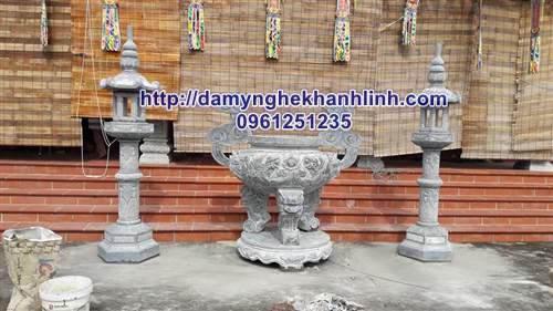 Hình ảnh lư hương bằng đá xanh cho đình thờ