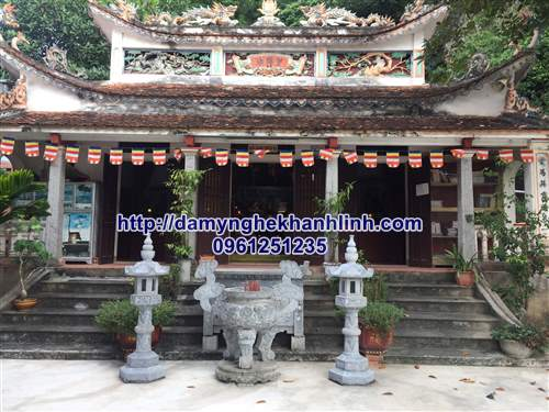 Mẫu lư hương đá xanh đẹp đình chùa