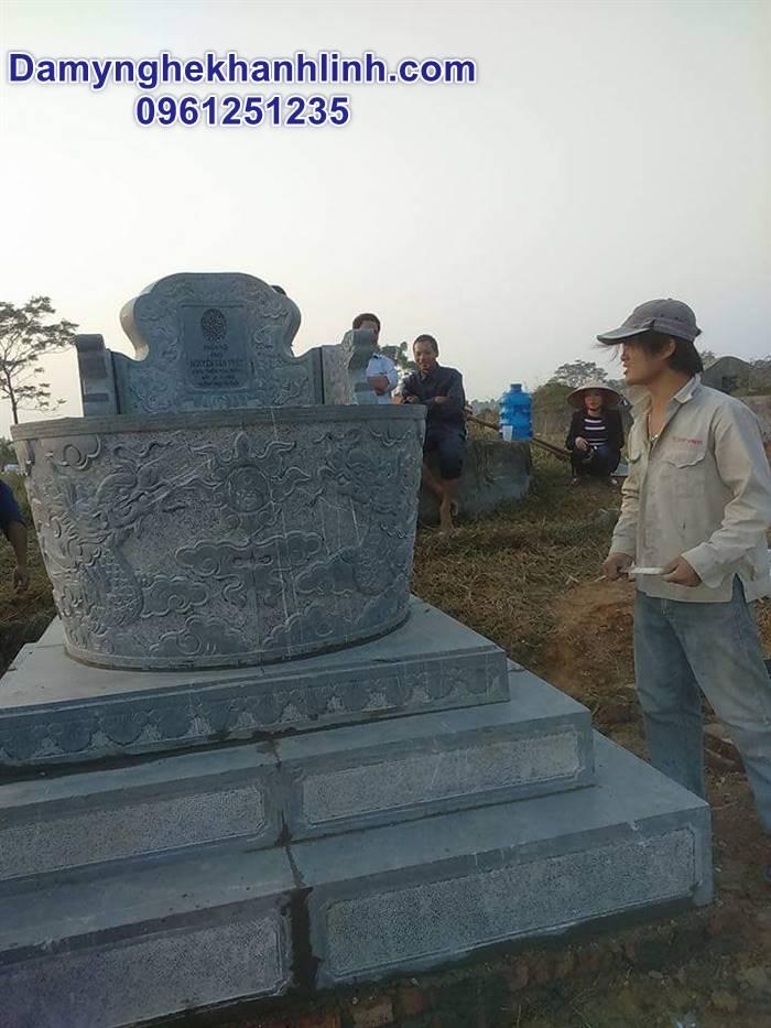 Mẫu mộ tròn đá nguyên khối